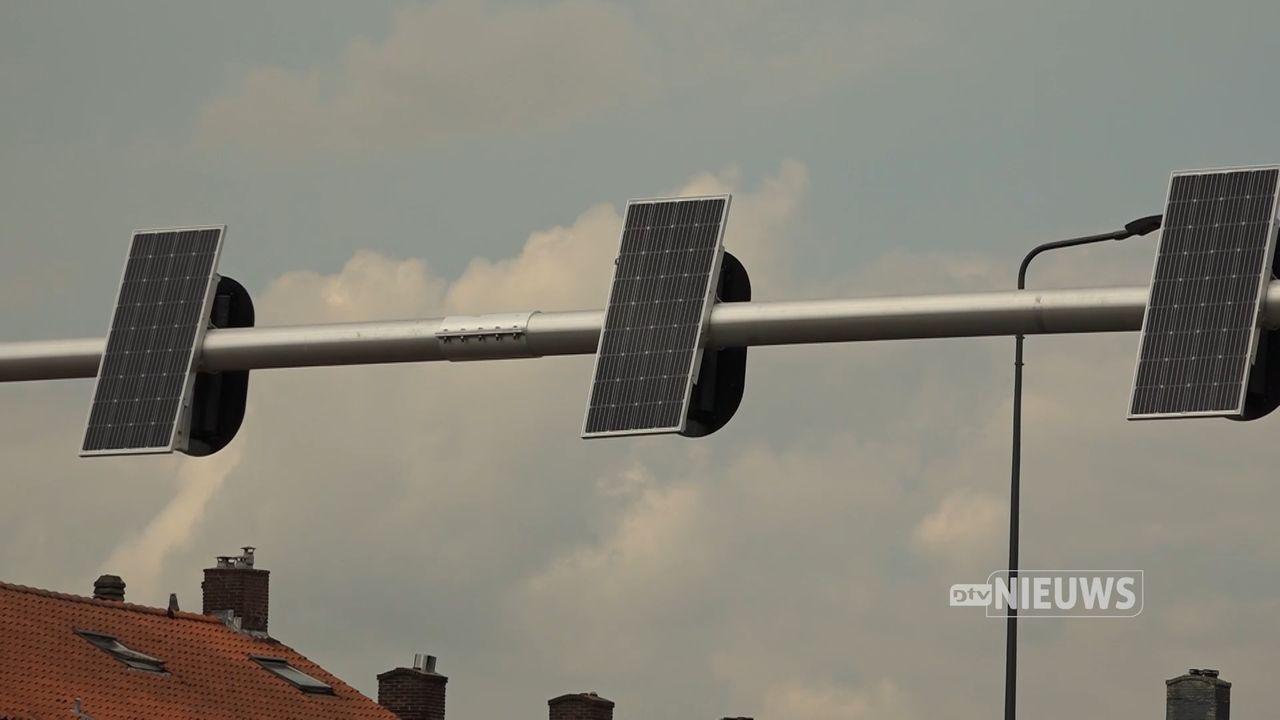 Speciale verkeerslichten op zonne-energie op kruising in Den Bosch