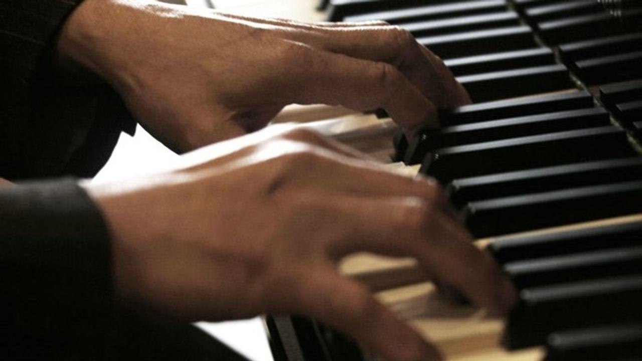'Pianoman' na coronapauze terug in ziekenhuis Bernhoven