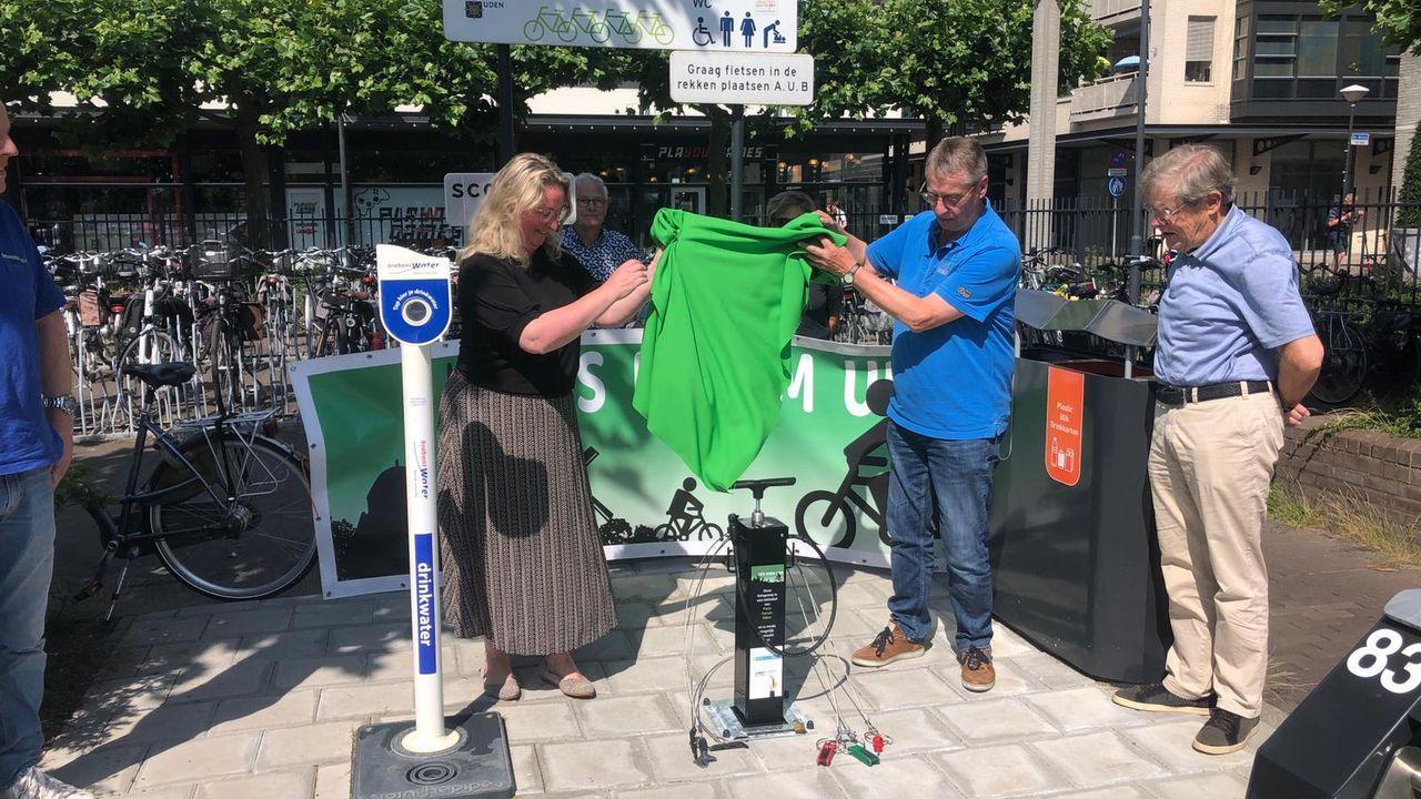 Fietspompstation onthuld bij Udense fietsenstalling; 'het is belangrijk dat mensen fietsminded worden'