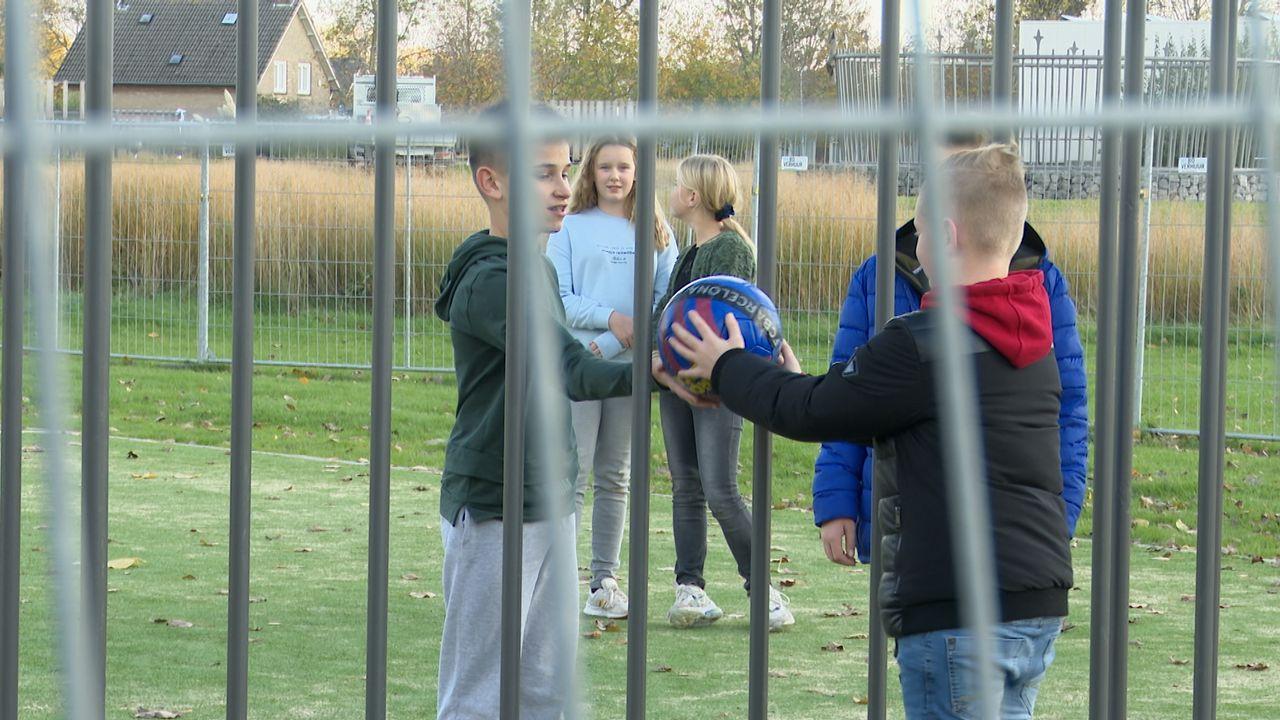 Zelfs voetballertjes die scoren moeten de straat op bij nieuw trapveld in Empel