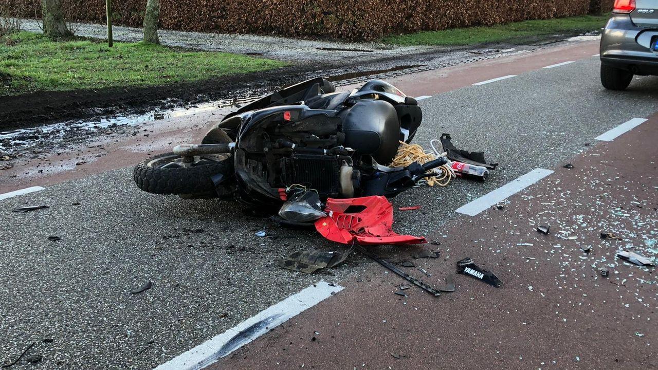 Scooter botst achterop auto in Zeeland