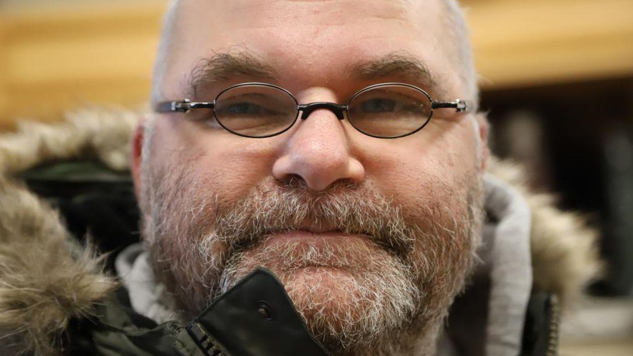 """John (52) uit Den Bosch: """"Ik denk dat er geen opa is die zijn kleinzoon zoveel ziet als ik"""""""