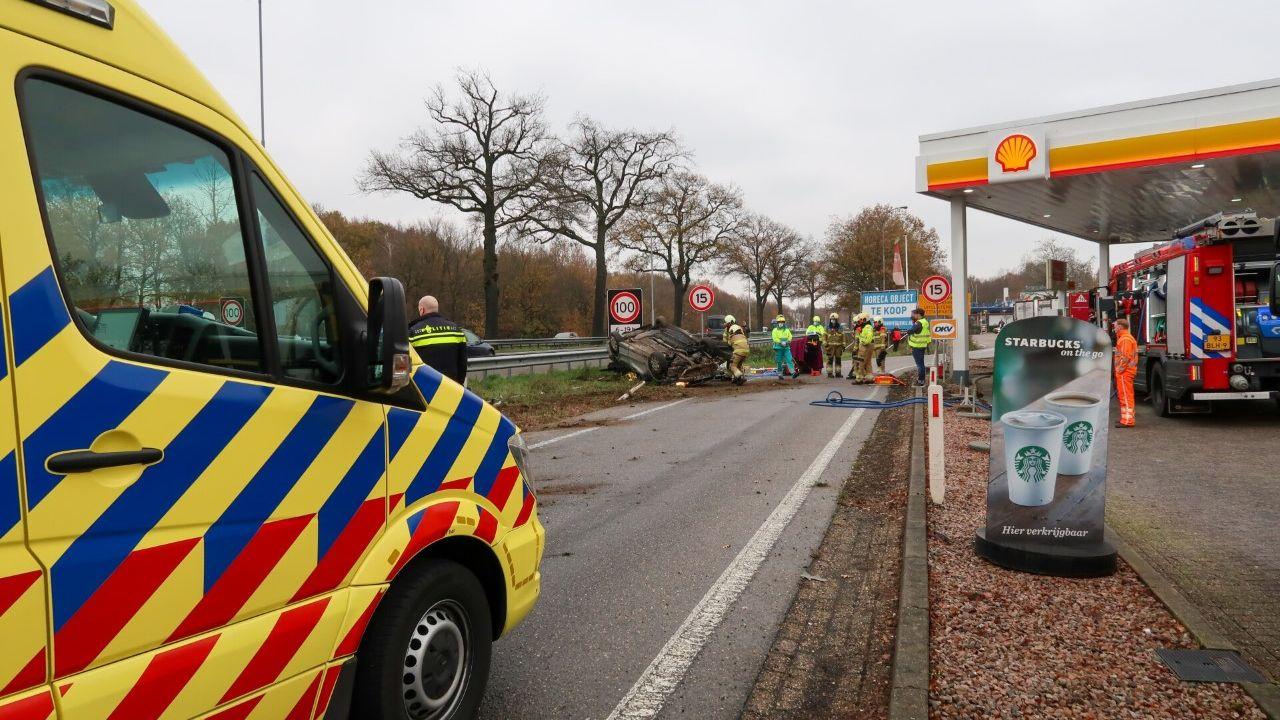 Auto slaat over de kop bij De Lucht in Heesch, bestuurder gewond