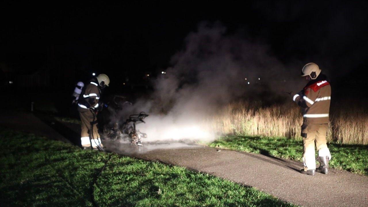 Scooter helemaal uitgebrand in Empel