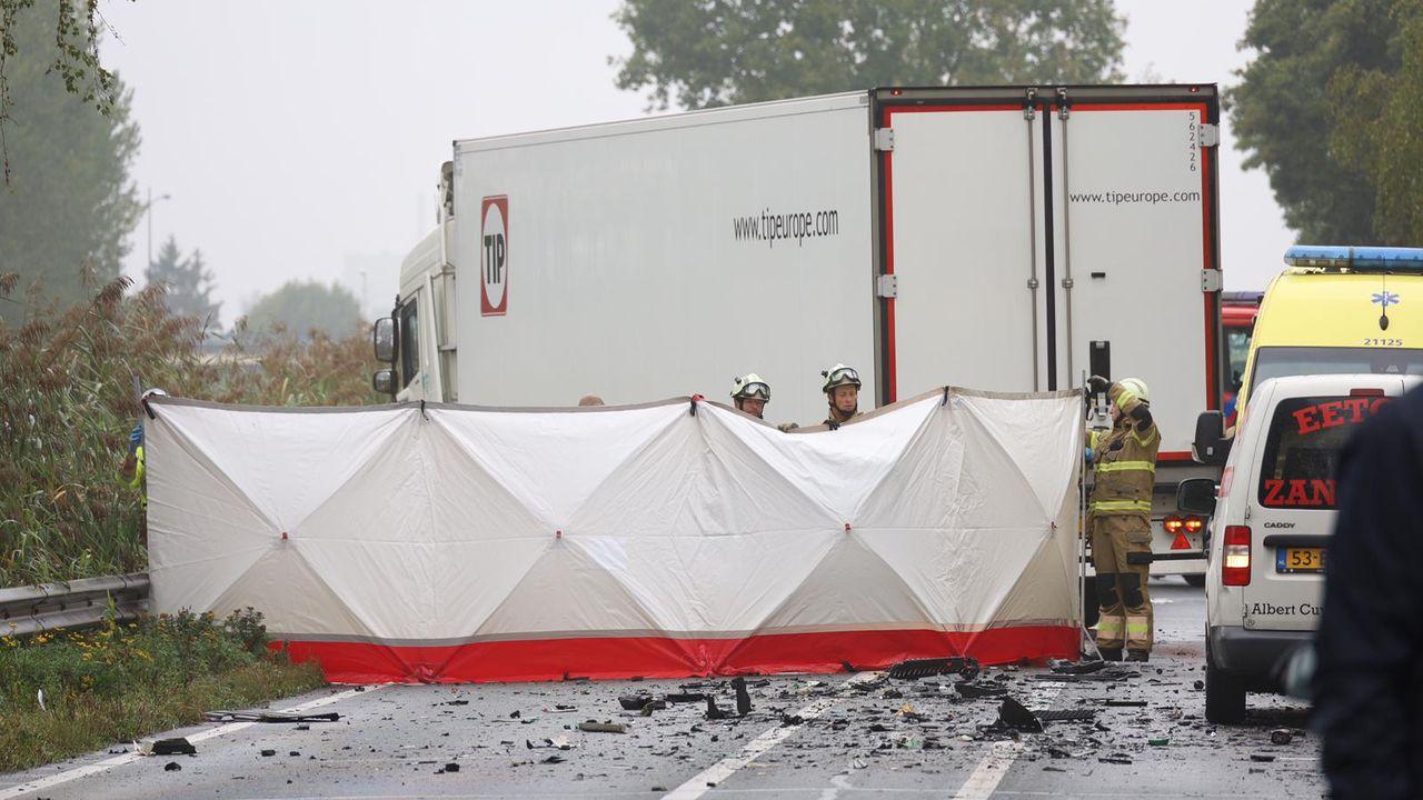 Automobilist om het leven gekomen  na aanrijding met vrachtwagen op N279 bij Veghel