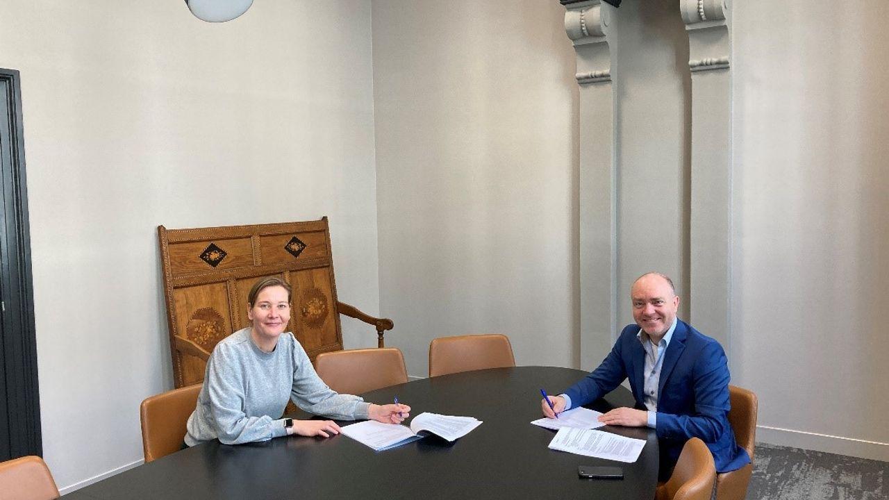 Aannemingsovereenkomst ondertekend: verbouwing Raadhuis Ravenstein officieel van start