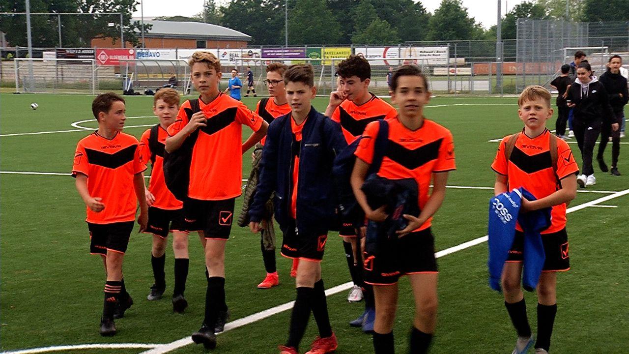 Osse middelbare scholieren komen tegen elkaar uit op het voetbalveld