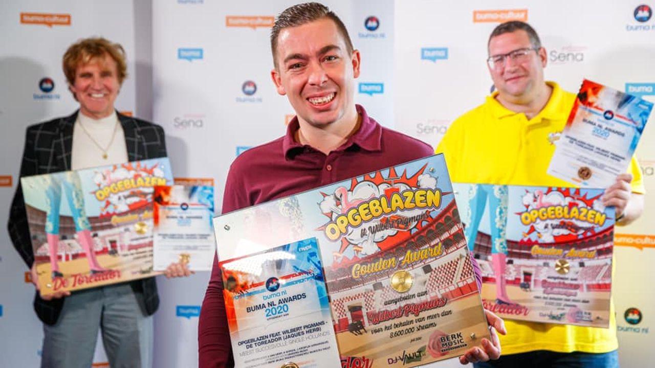 Wilbert Pigmans wint met carnavalshit De Toreador de Buma NL award voor Meest Succesvolle Single