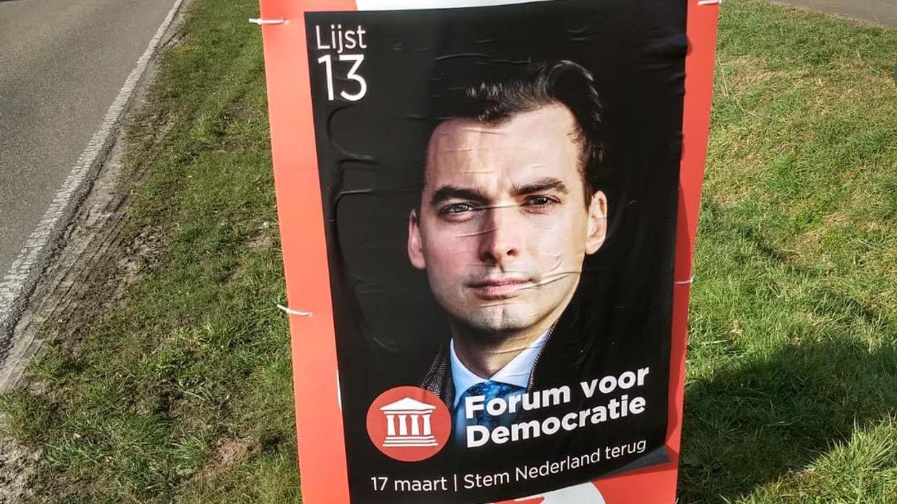 'Asociaal' Forum voor Democratie plakt in Oss posters over SP-borden heen