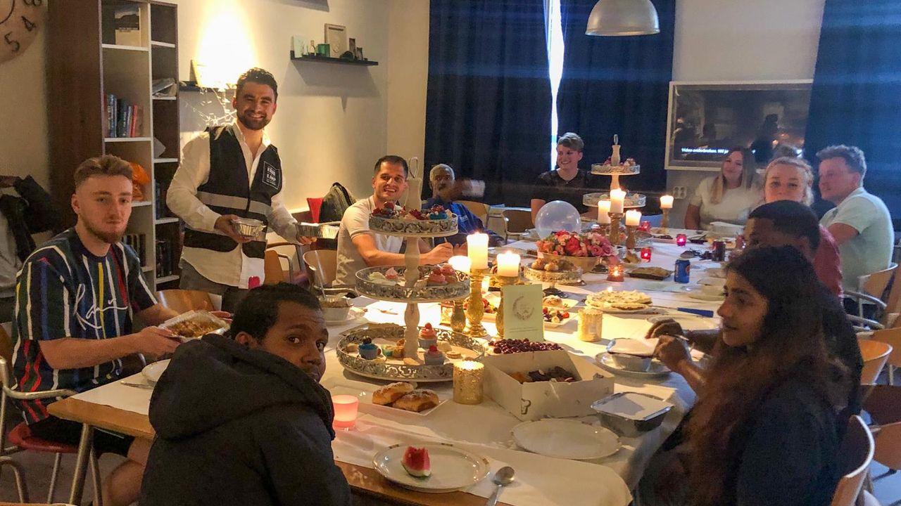 Kruiskamp Ons buurtje doneert maaltijden aan inloopschip