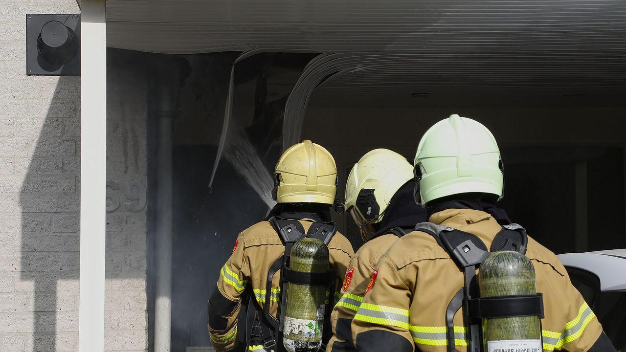 Brand in het dak van carport in Oss