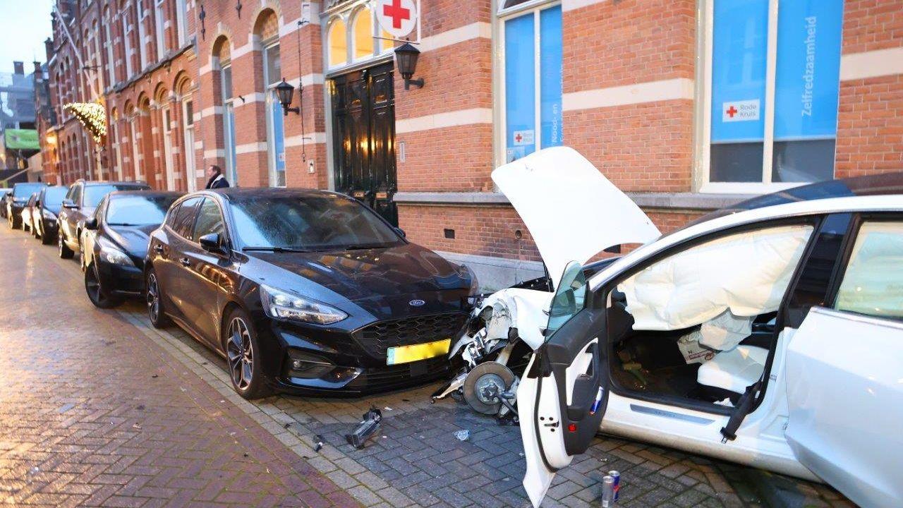 Man richt ravage aan in centrum Den Bosch met elektrische auto
