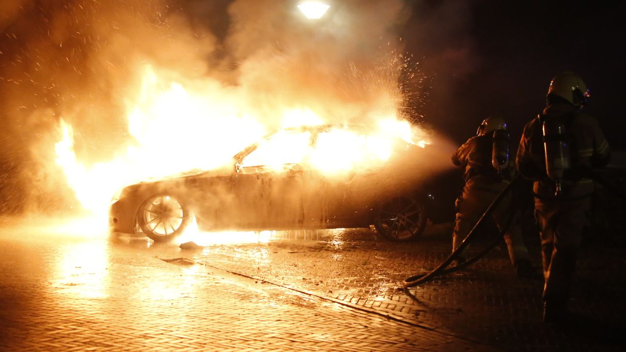 Auto in Uden volledig uitgebrand