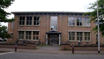 Ossenaren kunnen in augustus zonder afspraak een coronaprik halen in wijkcentrum De Schadewijk.