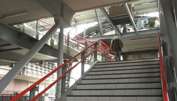 Binnen nu en een maand staat er een nieuwe trap bij perron 1 op station 's-Hertogenbosch.