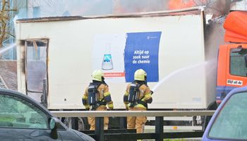 Een vrachtwagen van de Bossche afvalstoffendienst is woensdag in Breda helemaal uitgebrand.
