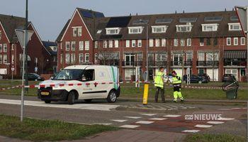 Auto rijdt van talud in Veghel en vliegt in brand, twee gewonden met spoed naar ziekenhuis
